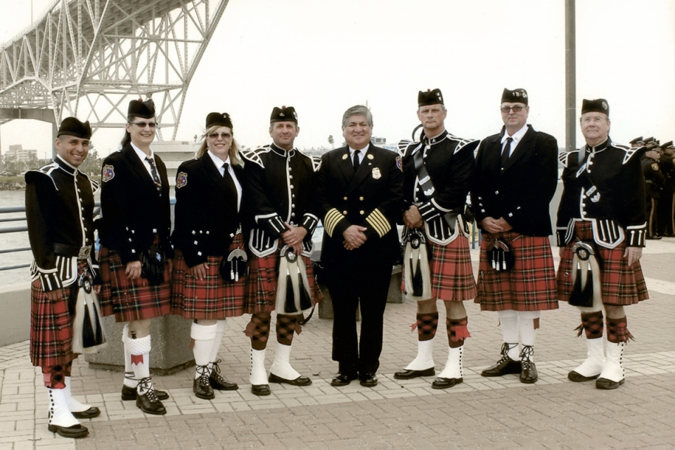 picture of pipe and drum band
