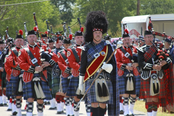 picture of texas fire pipes and drums